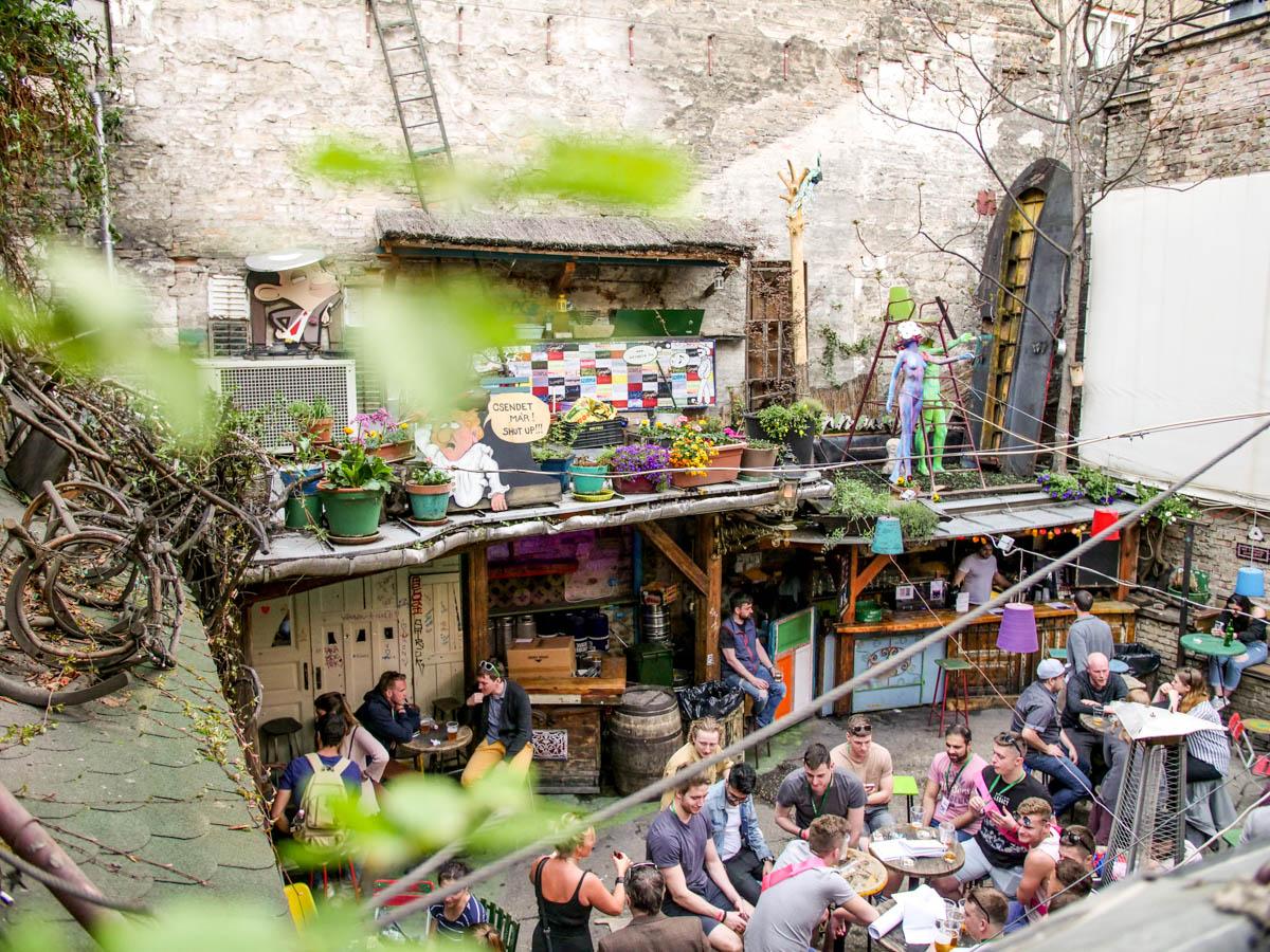 Bar Szimpla v Budapešti