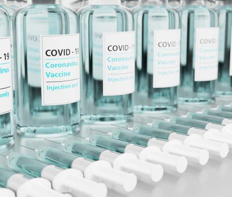 Firmy majú obmedzenú právomoc žiadať informácie o očkovaní zamestnancov